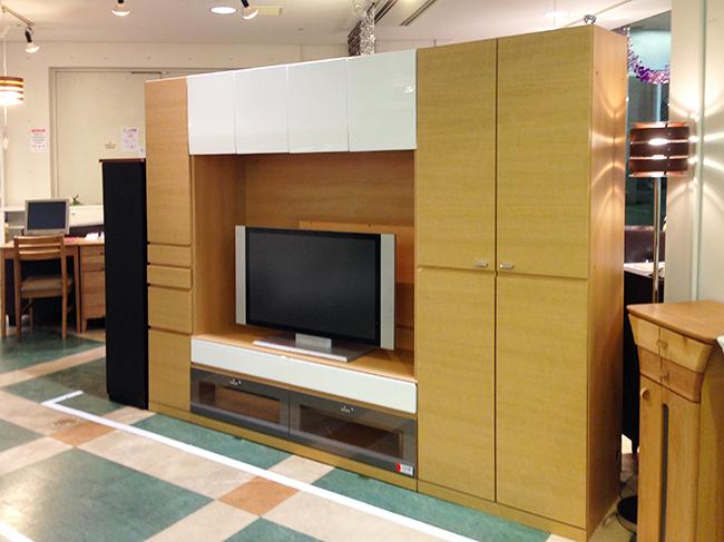 モデルチェンジ特価の大型TVボード
