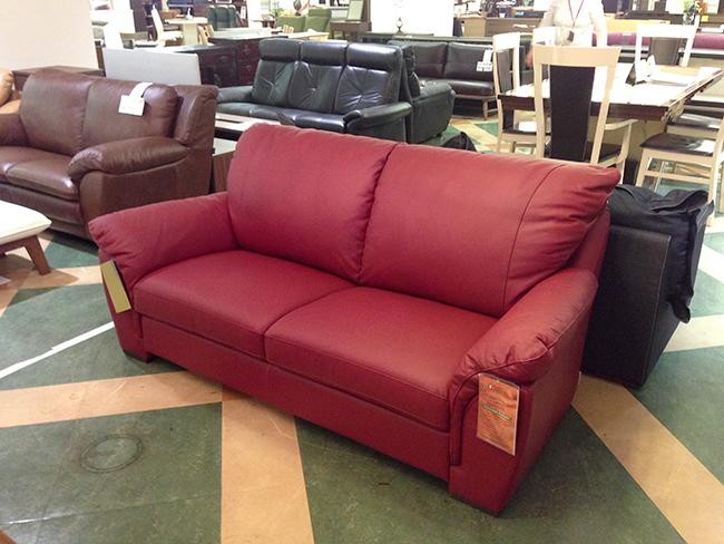 お部屋に映える赤のイタリア革のソファー