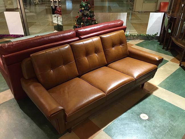 レトロな風合いのオイルレザーの3Pソファー