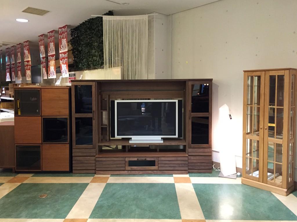 ウォールナット材を使用したミドルサイズのTVボード