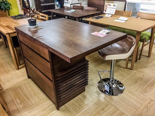 ☆大阪|Get箕面店に登場の天然木仕様カウンターテーブル。
