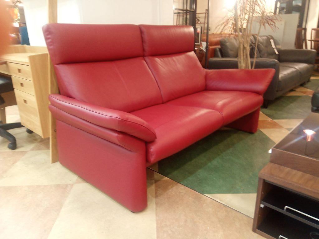 【Get神戸】今度は赤のハイバックソファ