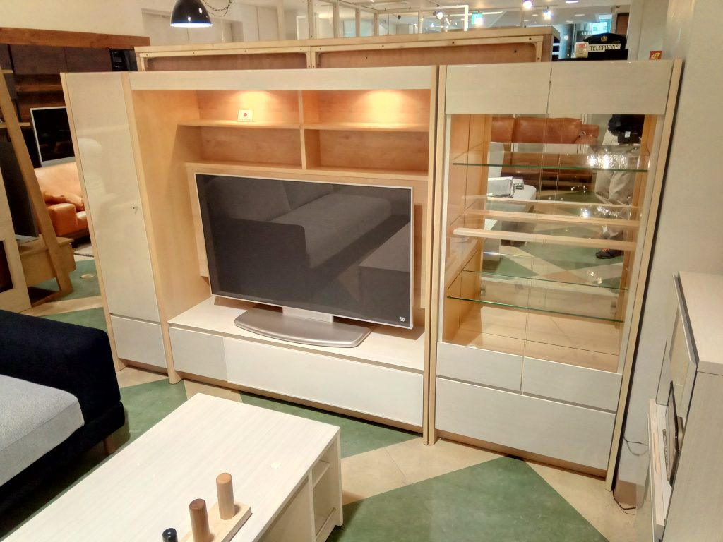 【Get神戸】白木目の明るいミドルハイTVボード入荷!