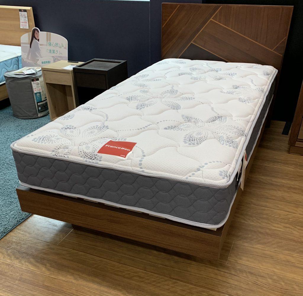 ヘッドボードが特徴的な2台限定のシングルベッド入荷!大阪|Get箕面